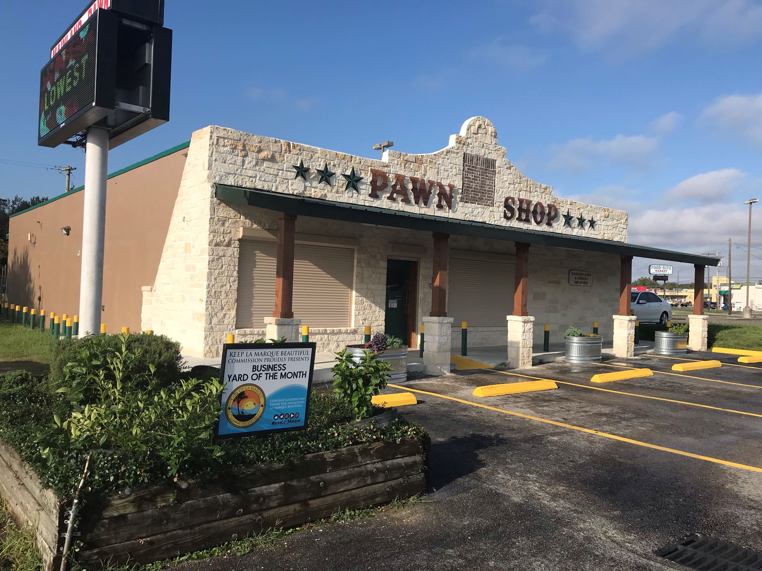 November 2018 Business Yard of the Month_Mainland Pawn_Storefront_