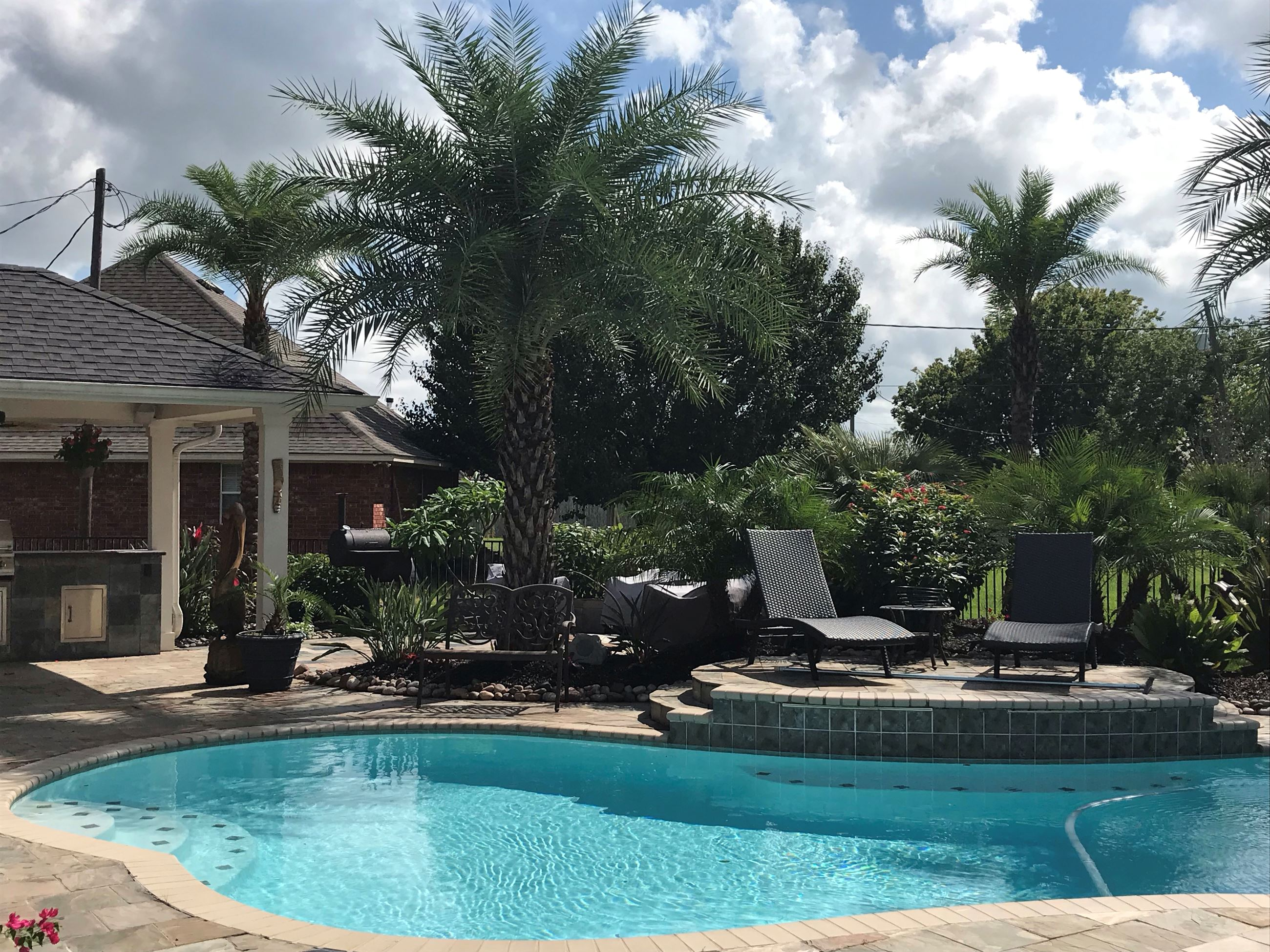 October 2018 Residential Yard of the Month_pool